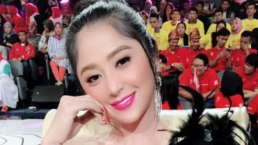 Risa 'Culametan' yang Lagi Viral Sambangi Rumah Dewi Perssik, Ada Apa?