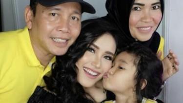 Anak Ayu Ting Ting Umbar Kelakuan Umi Kalsum: Nyubit Saya & Juga Pukul
