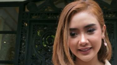 Pajang Foto Bercelana Pendek, Cita Citata Jadi Sorotan