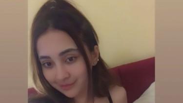 Gawat! Foto Seksi Cupita Gobas Bercelana Super Pendek Viral