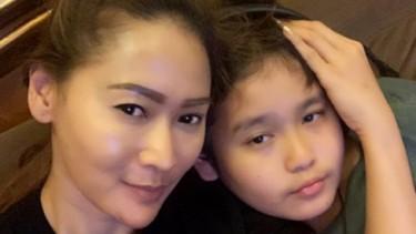 Bocah Ganteng Inul Daratista Cukur di Rumah, Fans: Anak Sultan!