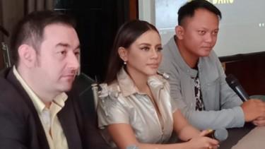 Nekat Tampil Seksi, Novi Rizki Pamer Single 'Nikahin Adek Bang'