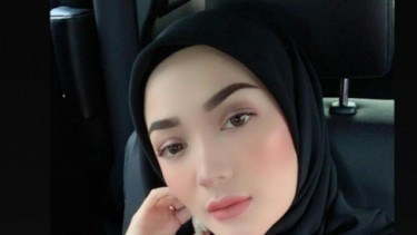 Gaya Kece Mantan Istri Sirajuddin, Disebut Mirip Abg