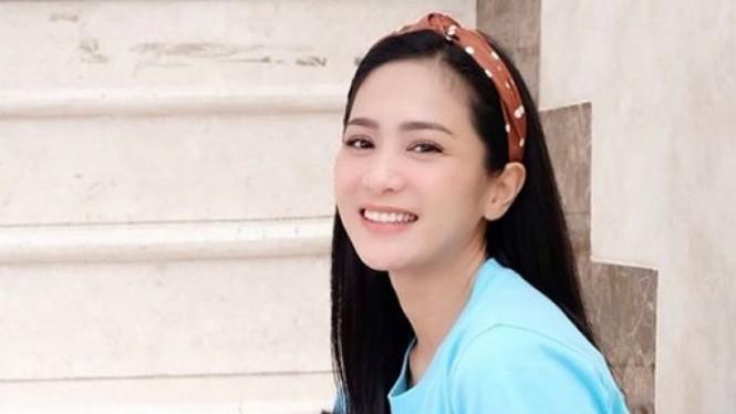 Heboh! Bunga Zainal Bongkar Kehidupan Ranjangnya dengan Suami