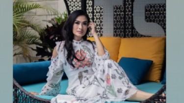 Komentar Menohok Dewi Gita Usai Iis Dahlia Pose Bareng Suami