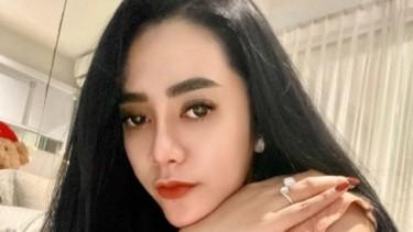 Prostitusi Online, Foto Seksi Vernita Syabilla di Atas Ranjang Hotel