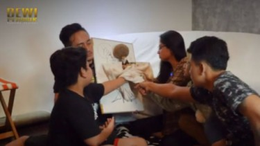 Dewi Perssik Main Jailangkung, Anaknya Jadi 'Korban'?