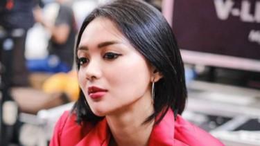 Wika Salim Tampil Elegan dan Seksi, Rambut Basah hingga Bibir Merah