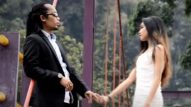 Lirik Lagu Cinta Tak Dapat Bersatu - Arya Satria Ft Gita Florencia