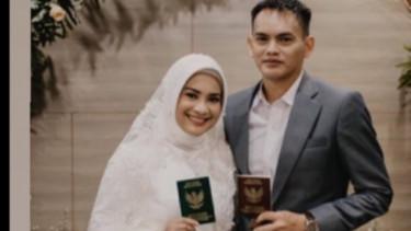 Ikke Nurjanah Mendadak Pajang Foto Pernikahan, Ada Apa?