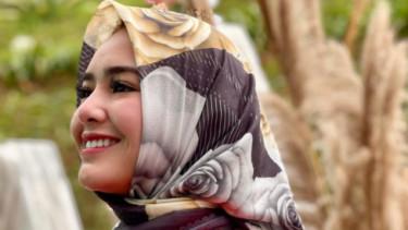 Mau Bangun Masjid, Kini Amanda Manopo Kepergok Nyetir Pakai Jilbab