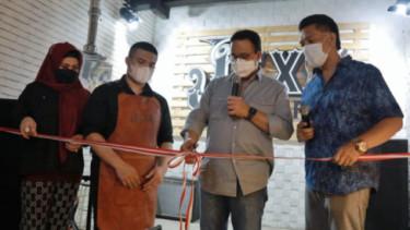 Heboh Gubernur Anies Muncul di Launching Kopi Putra Neng Wirdha