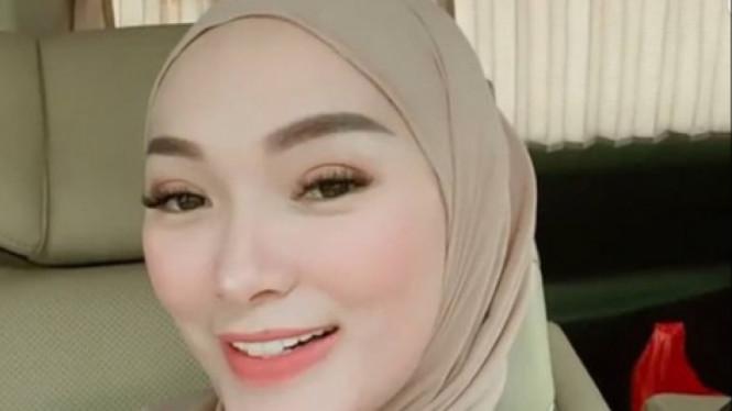 Penuh Haru Posting Kenangan Ini, Zaskia Gotik: Rindu Banget!