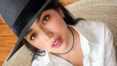 Gawat Salah Fokus! Jessica Iskandar Disorot Belahan Dadanya
