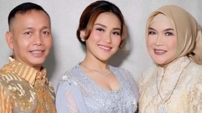Batal Diperiksa Polisi, Ortu Ayu Ting Ting Malah Liburan ke Bandung